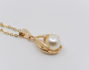 gold chain necklace faux pearl centre adjustable polished costume fashion jewellery French retro birthday gift sweet sixteen gift for her