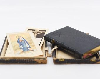 The Imitation of Christ De Imitatione Christi religious book box and assorted prayer cards latin new edition HORSTII Desclee Lefebvre rare