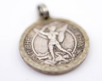 St Michel archange religious silver plated vintage charm archangel protection medal pendant small round verso Mont St Michel coutre mark