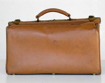 vintage luggage French medicine bag antique doctors case medium gladstone genuine tan leather travel bag midcentury modern top handle carry