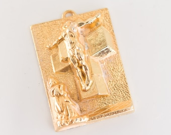 CRUCIFIXION pendant stamped S DALI 1954 polished gold tone metal rectangular relief work with textured background collectible jewellery