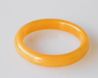 bakelite transparent bangle yellow egg yolk vintage spacer bracelet tested midcentury early plastic collectible jewellery French 1950s