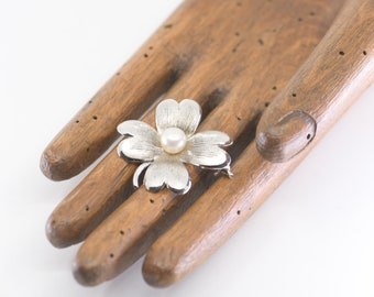 lucky four leaf clover silver brooch pearl centre sterling K stamp lucky vintage dress pin