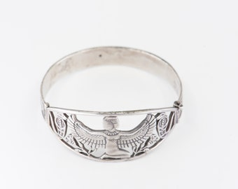 cuff bangle Egyptian silver bracelet openwork winged goddess Isis closure revival statement jewellery pin fastener lotus hallmark 20g rare