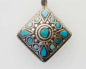 silver sterling jewellery 925 hallmark pendant diamond shape with turquoise inlay vintage navajo native american jewellery mark DA  c.1970s