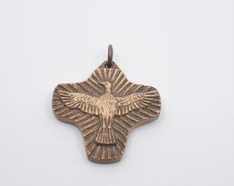 vintage cross eagle pendant antique bronze metal tone flying bird open wings centrepiece large bale jewellery craft supplies unusual rare