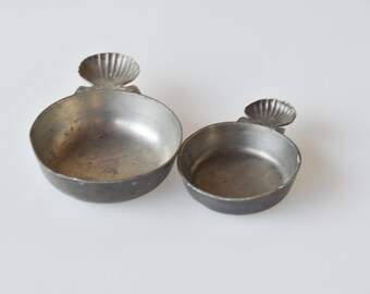 antique pewter porringer bowls matching pair French vintage étain stamped shell coquille motif collectible shallow bowl for wine tasting