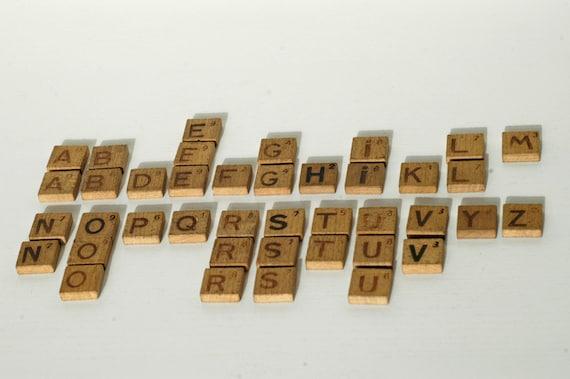 Alfabeto lettere stampate su mattonelle in legno assortiti etsy
