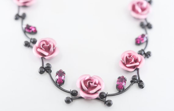 Vintage-Necklace-Pink Flowers-Bouquet-Silver-Black-Jewelry-accessories