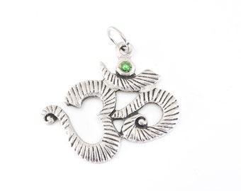 OM AUM pendant silver tone metal vintage bohemian jewellery unisex adult hindu sanskrit yoga symbolic meditation vibration jewellery