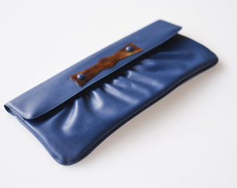 vintage dark blue clutch handbag faux leather retro fashion handbag French mod blue purse NEO sacs Paris midcentury made in France 1960s