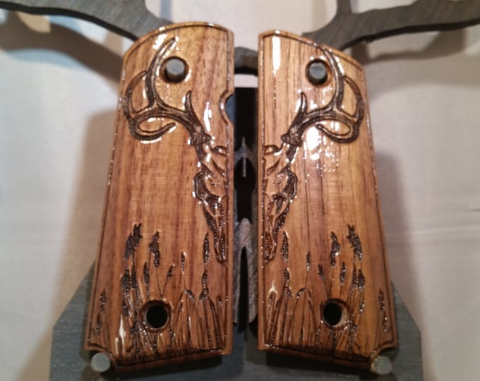 Dear Skull Engraved Walnut, COMPACT 1911 grips