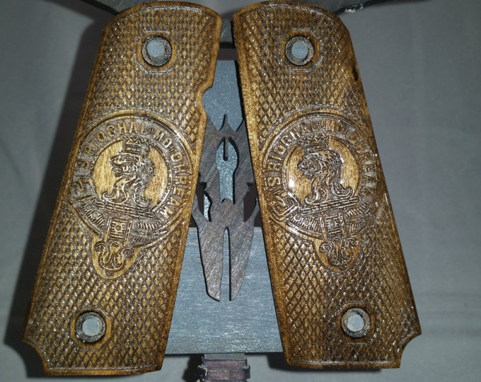 1911 Full size grips with Clan Gregor's Crest 'S RIOGHAL MO DHREAM