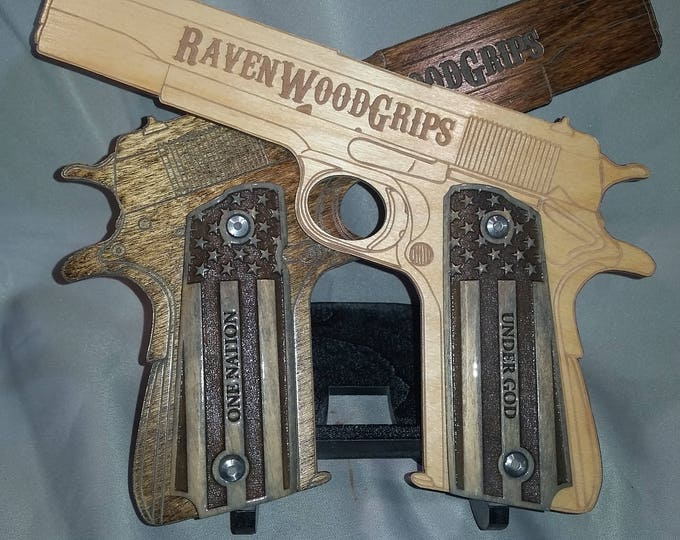 """1911 FULL SIZE US Flag and """"One Nation"""" """"Under God"""" engraved grips"""