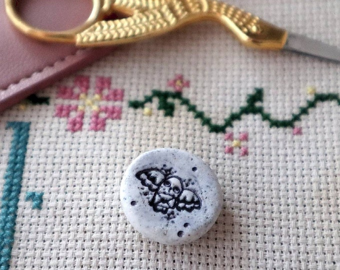 Kawaii Cupcake Needleminder//Magnet For Cross Stitch// Embroidery