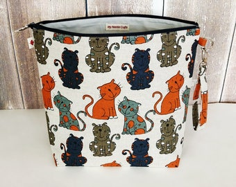 Project bag in Colourful Cats print linen, Zipper Bag, Knitting Bag, Project Bag, Shawl size Knitting Bag, Wedge Knitting Bag