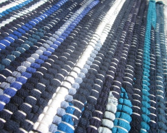 handwoven rag rug from t-shirts in shades of blue
