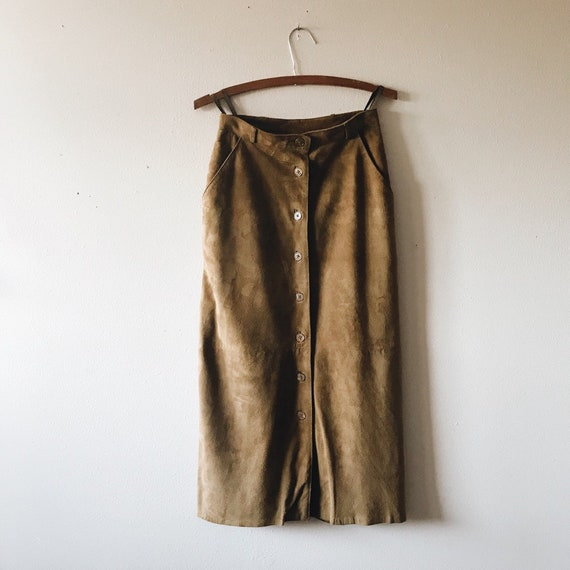 90'S Brown suede midi skirt | camel suede button d