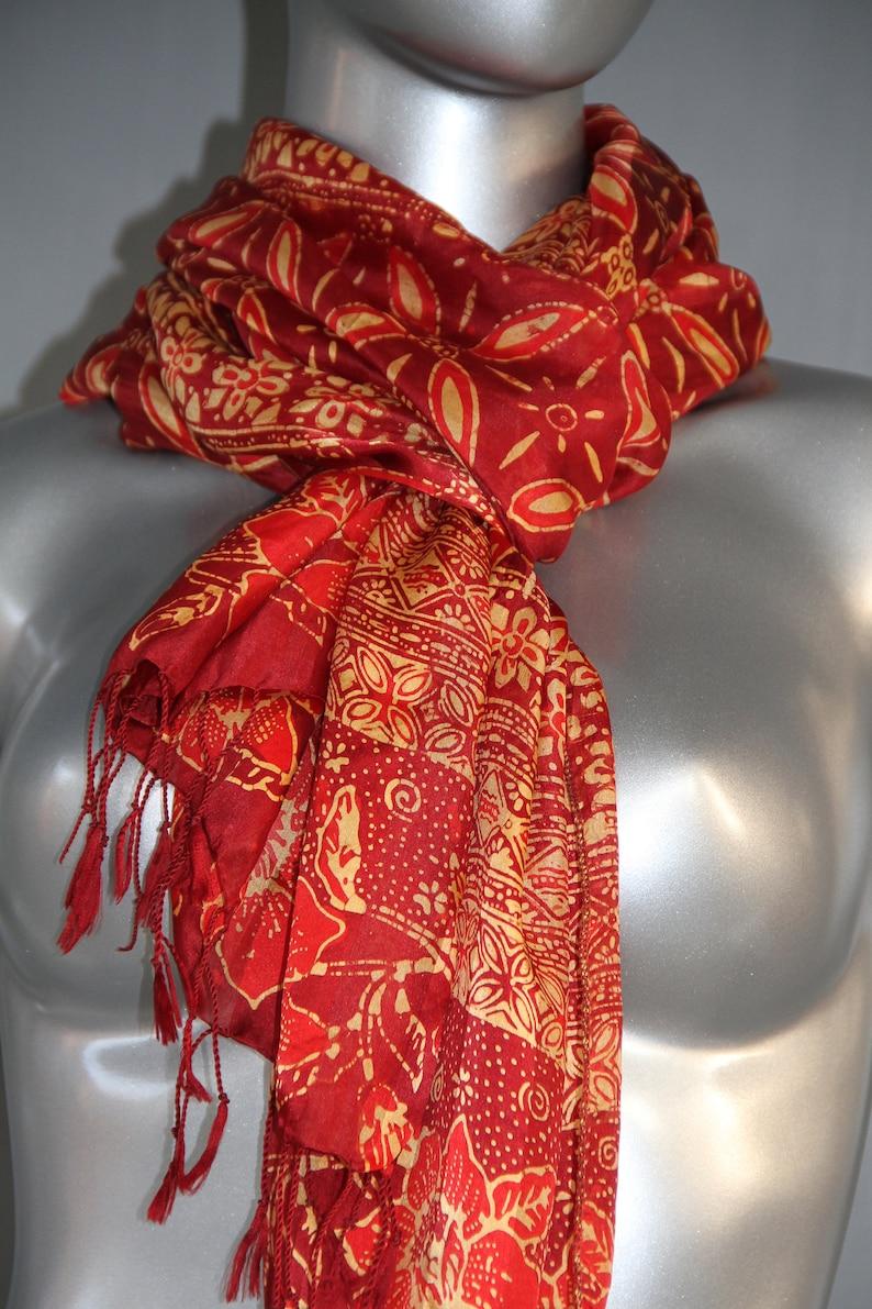 7789f5a76ee9b2 Roten Seidenschal Batik Tuch Hüfttuch Frauen Geschenk Schal | Etsy