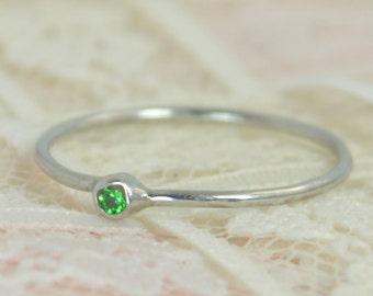 Tiny Emerald Ring Set, Solid White Gold Wedding Set,  Stacking Ring, White Gold Emerald Ring, May Birthstone, Bridal Set, Emerald Ring