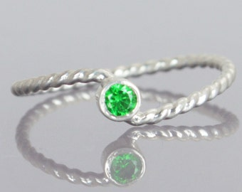 Wave Ring, Silver Wave Ring, Emerald Mothers Ring, May Birthstone, Silver Twist Ring, Unique Mother's Ring, Emerald Ring, May