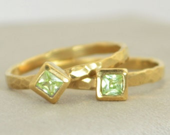 Square Peridot Ring, Peridot Gold Ring, August's Birthstone Ring, Square Stone Mothers Ring, Square Stone Ring, Peridot Ring