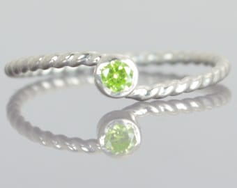 Wave Ring, Silver Wave Ring, Peridot Mothers Ring, August Birthstone Ring, Silver Twist Ring, Unique Mother's Ring, Peridot Ring, August
