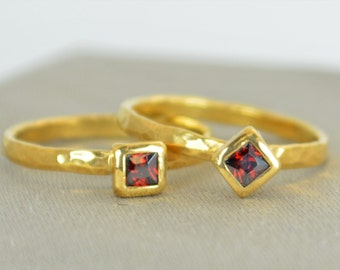 Square Garnet Ring, Garnet Solitaire, Garnet Solid 14k Gold Ring, January Birthstone Ring, Square Stone Mothers Ring, Square Stone Ring