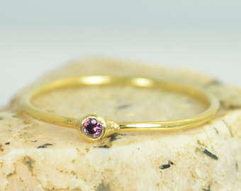 Tiny Alexandrite Ring, Alexandrite Stacking Ring,Solid 14k Gold Alexandrite Ring, Alexandrite Mothers Ring, June Birthstone, Solid Gold Ring