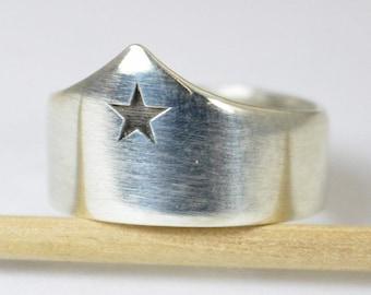Silver Statement Ring, Wonder Woman Crown Ring, Tiara Ring, Super Hero Ring, Girls Ring, Gift for Wonder Woman Fan, Sterling Silver, Unique