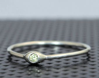 Dainty Silver Peridot Mothers Ring,Peridot Birthstone, Tiny Peridot Ring, Dew Drop Ring, Sterling Silver, Stacking Ring,August Birthday Gift