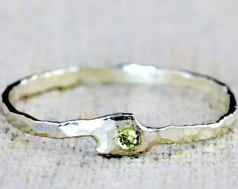 Freeform Peridot Ring, Pure Silver, Stackable Rings, Mother's Ring, Peridot Mothers Ring, Peridot Birthstone Ring, Peridot Ring, Mother