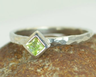 Square Peridot Ring, Peridot White Gold Ring, August's Birthstone Ring, Square Stone Mothers Ring, Square Stone Ring, Peridot Ring