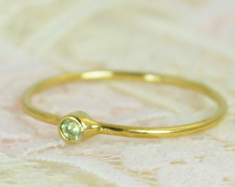 Tiny Peridot Ring Set, Solid 14k Gold Wedding Set, Stacking Ring, Solid 14k Gold Peridot Ring, August Birthstone, Mothers Ring, Gold Peridot