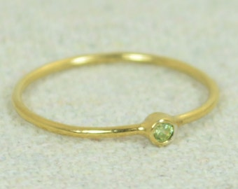 Tiny Peridot Ring, Gold Filled Ring, Stacking Ring, Dainty Peridot, Mother's Ring, Dainty Ring, August Ring, Peridot Ring, August Birthstone
