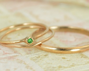 Tiny Emerald Ring Set, Solid 14k Rose Gold Wedding Set, Stacking Ring, Solid Gold Emerald Ring, May Birthstone, Bridal Set, Emerald Ring