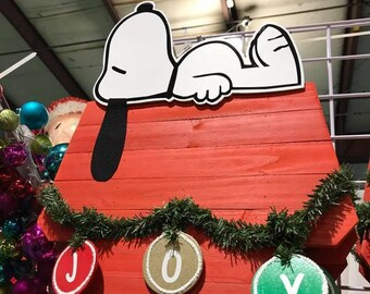 Snoopy on doghouse decorated for Christmas