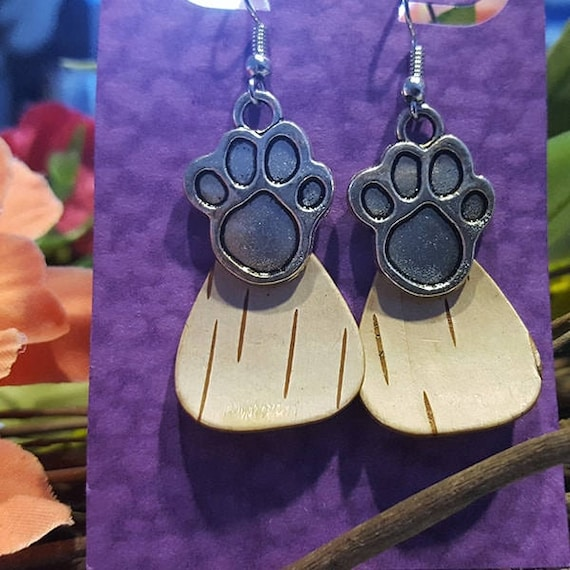 Birch Bark Paw print earringa