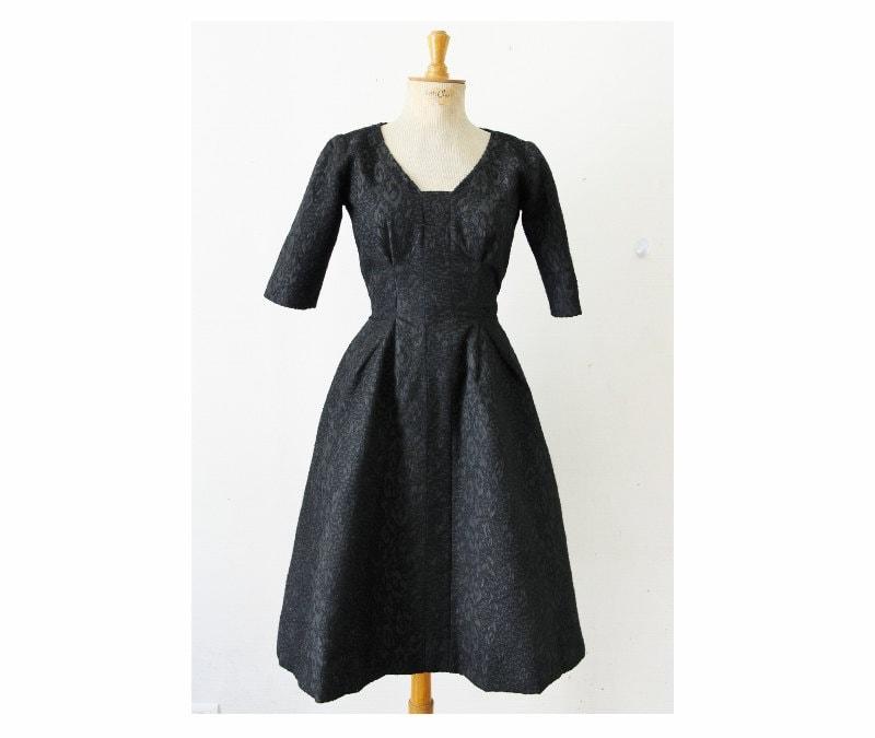 robe de soir e ann es 50 noire robe new look corolle 1950. Black Bedroom Furniture Sets. Home Design Ideas