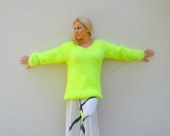 Ready to Ship in size 2XL, Neon Green  Mohair sweater ,Fluffy Mohair Sweater, Scratchy Yarn sweater T877