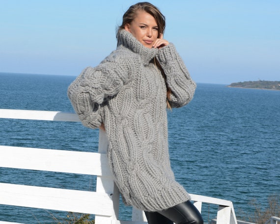 Wool Sweater in Cable knit design, Huge  Woolen Pullover T661W