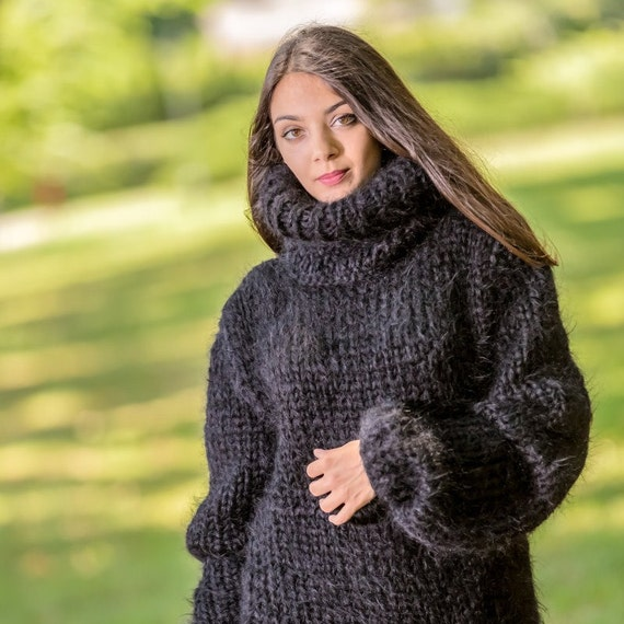 6 STRANDS Mega thick and fuzzy hand knitted mohair sweater, unisex handgestrickte pullover in black by Tiffy Mohair T331
