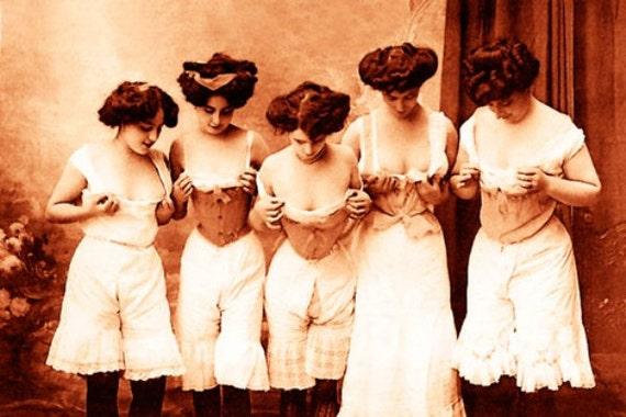Vintage Risque Nude Exotic Erotic Corsets 024 Canvas Art