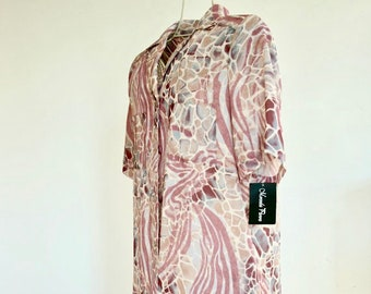 Print shirtwaist dress in paterned, with short sleeves. Vintage 90s