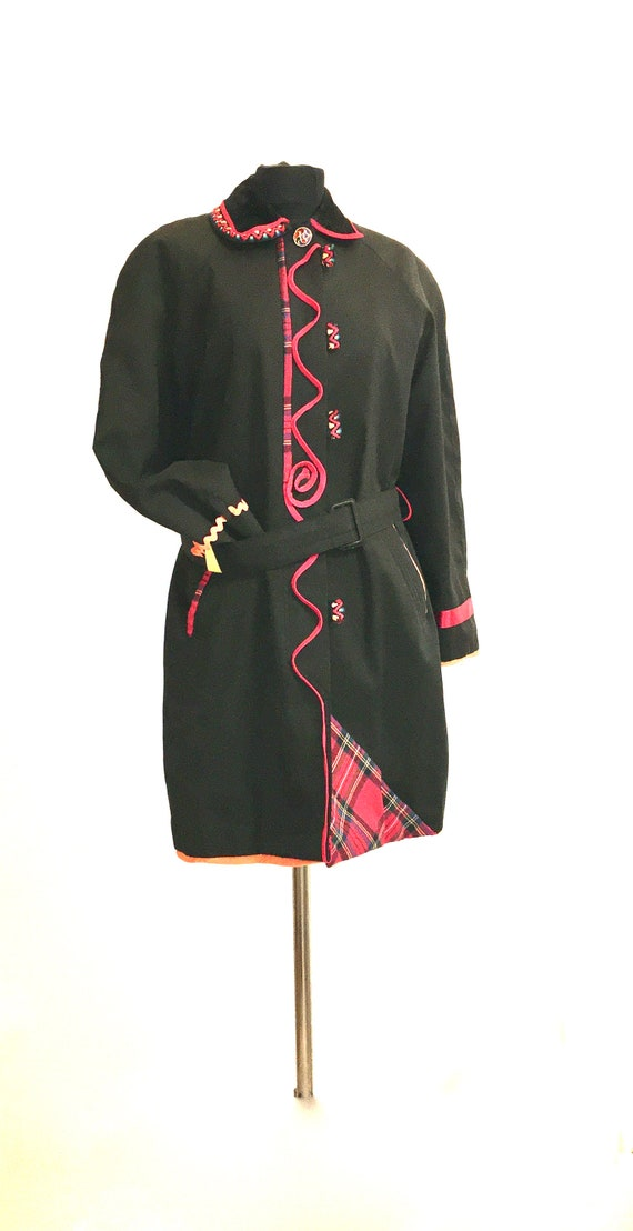 Black trench / black trench coat / red and black t