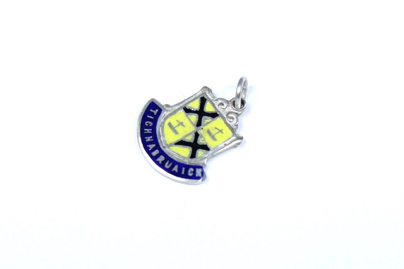 Tighnabruaich Argyll /& Bute Scotland Small Crest Pin Badge