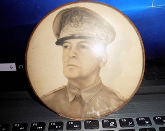 World  War 2 Era General Douglas Macarthur Souvenir Paper Weight See Pics