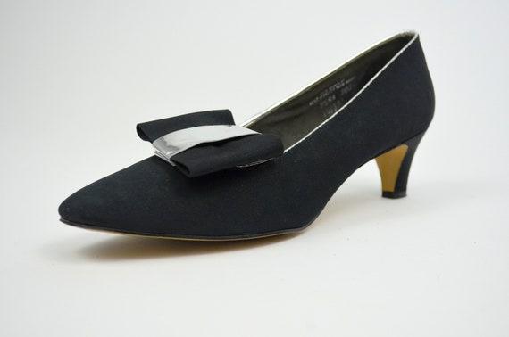 9 MOD 1960s Heels Vintage Black and Silver Vintage