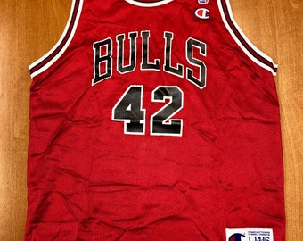 a5c74a6c7a807 Vintage 1998 Elton Brand Chicago Bulls Champion Jersey Size Youth L nba  finals hat shirt scottie pippen authentic Michael Jordan duke