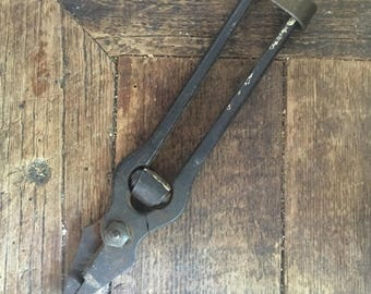 Very unusual spring loaded pliers ! French Vintage
